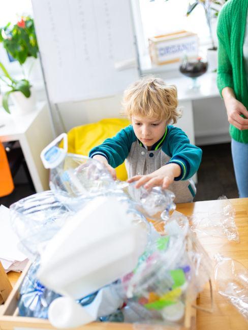 Lavoretti con le bottiglie di plastica
