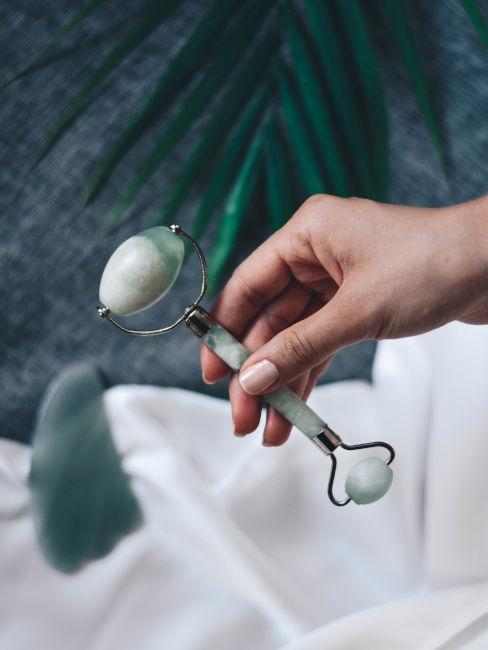 Rimedi naturali occhiaie: eye-roller di giada