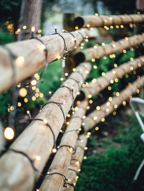 decorazioni luminose su travi di legno