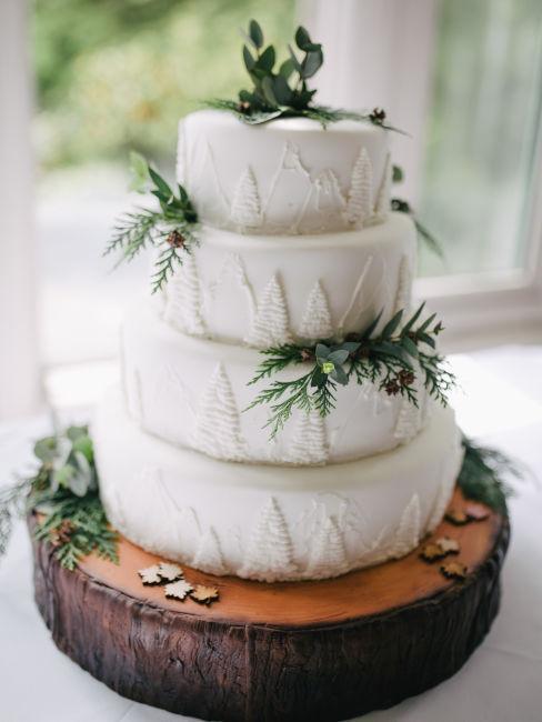 torta nuziale rustica bianca con rametti