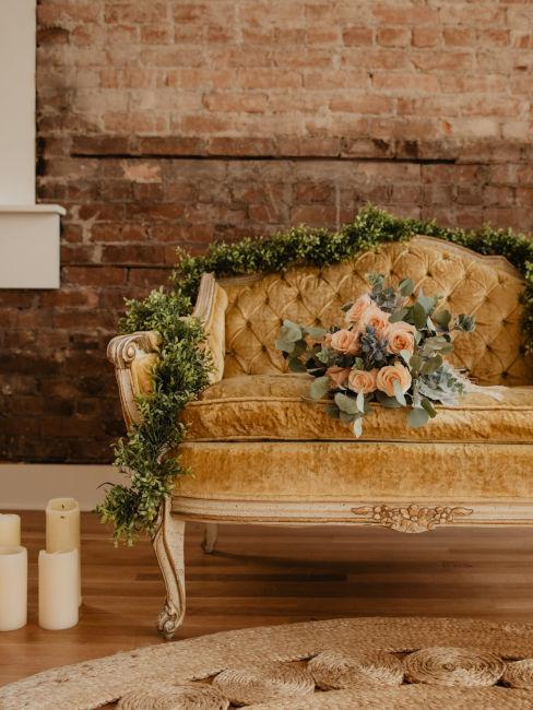 poltrona vintage decorata con fiori