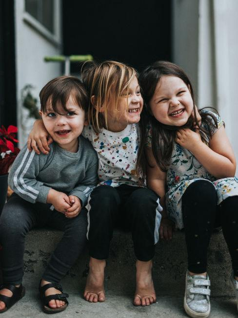 bambini in posa per una foto