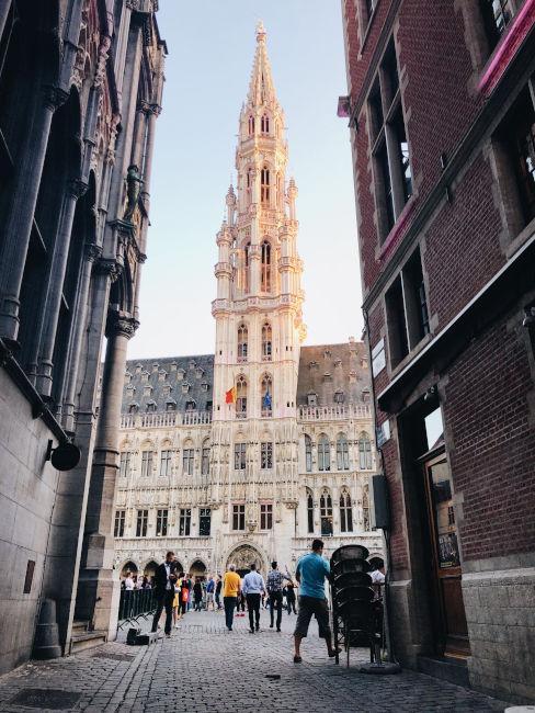 vista su palazzo storico di bruxelles