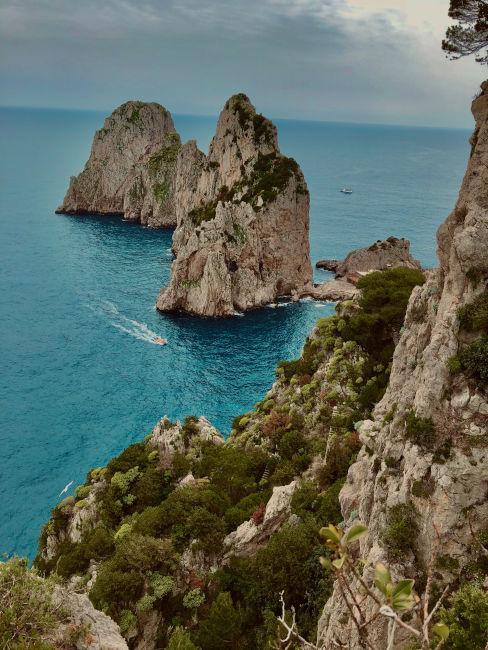 scogliera isola di Capri