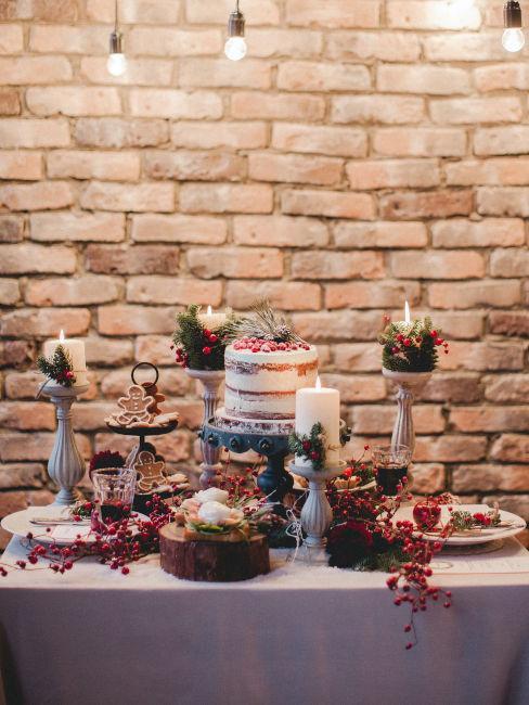 buuffet invernale con decorazioni rosse