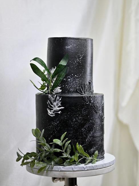 torta nuziale nera per matrimonio rock