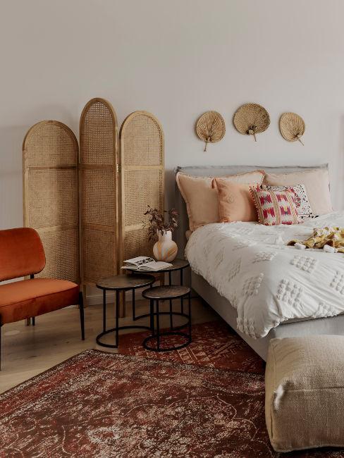 camera con elementi decorativi orientali
