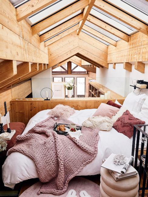 travi di legno in camera da letto