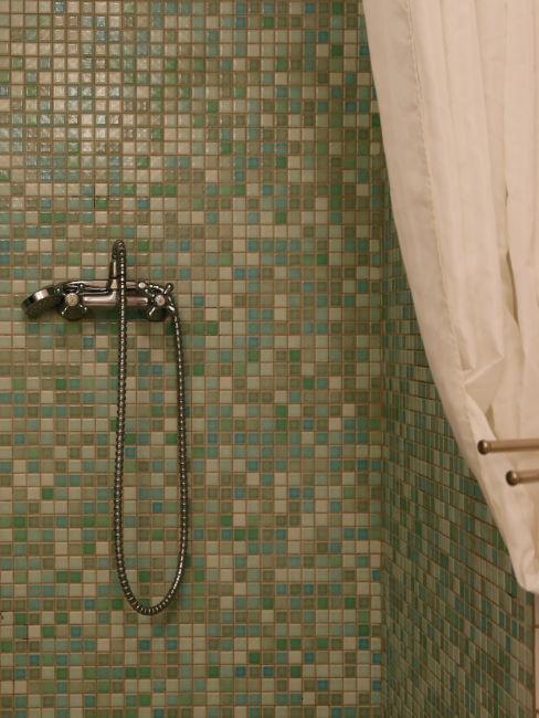 piastrelle verdi doccia
