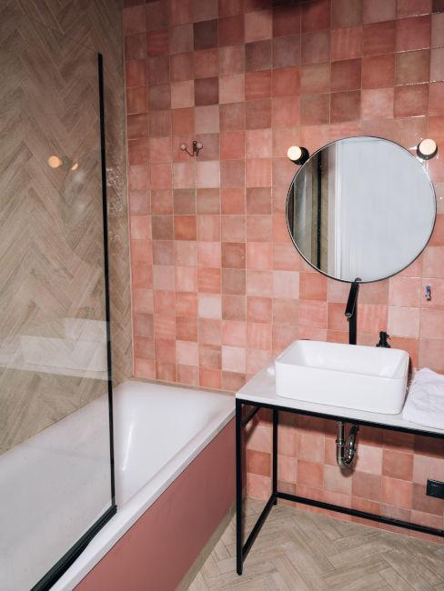 piastrelle bagno con diverse sfumature di rosa