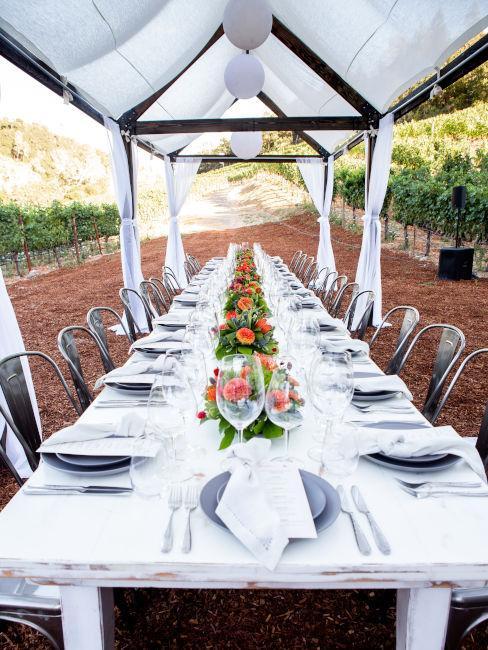 tavola cerimonia con mise en place bianca