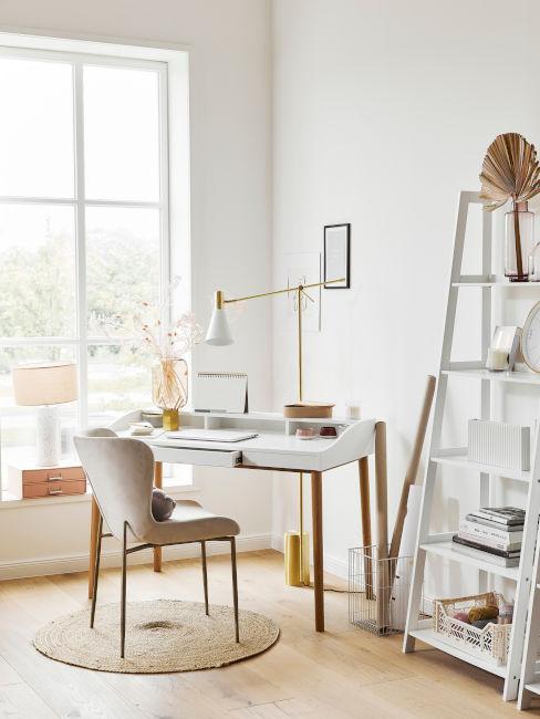 esempio angolo ufficio camera con libreria a scaletta