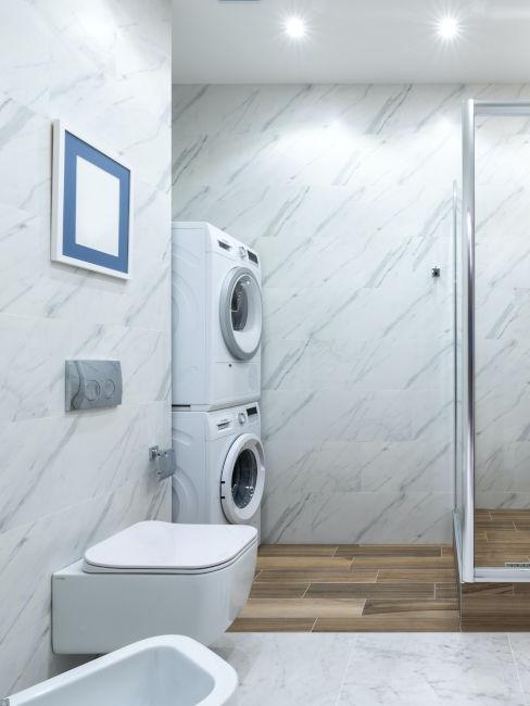 bagno con asciugatrice e lavatrice