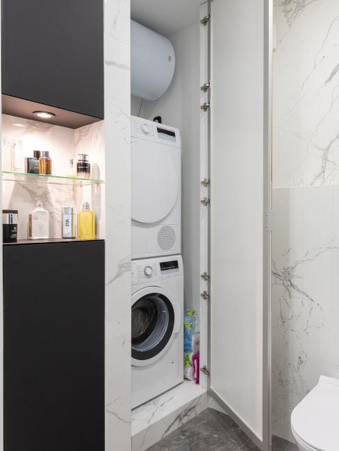 armadietto a colonna con lavatrice e asciugatrice