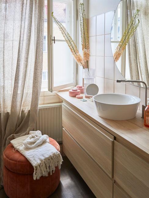 mobile in legno come ripiano lavandino