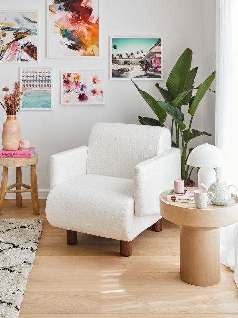 salotto con parquet e tavolino in legno