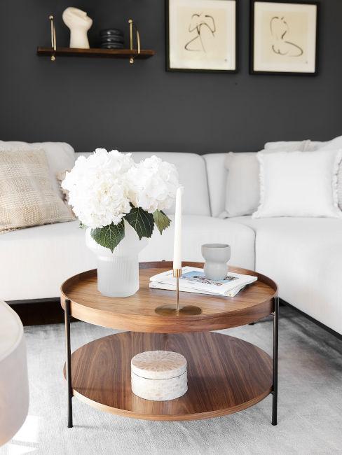 salotto panna con tavolino in legno naturale