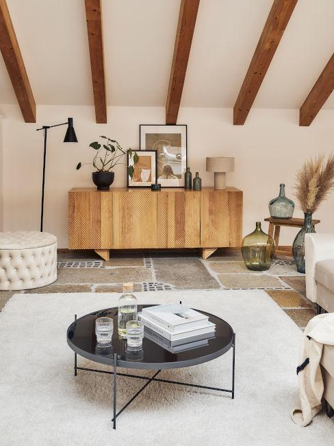 soggiorno rustico con travi a vista