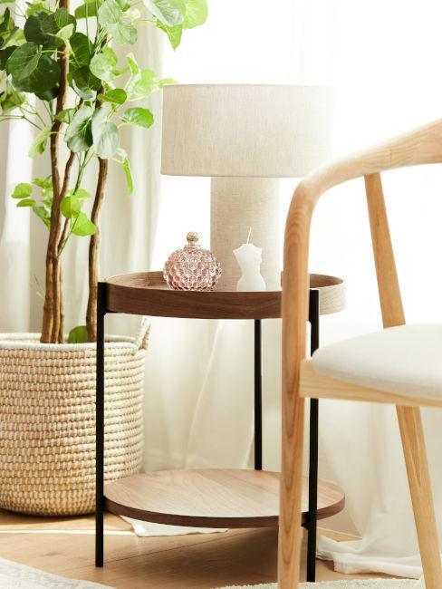 tavolino basso da soggiorno con lampada bianca
