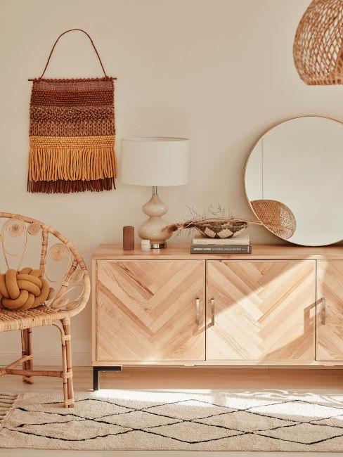 mobile basso in legno chiaro stile boho