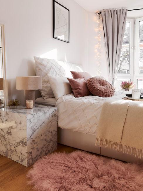 camera da letto toni chiari e del rosa