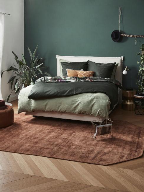 camera da letto con diverse sfumature di verde