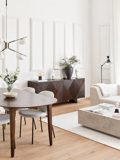parquet chiaro con mobili in legno scuro