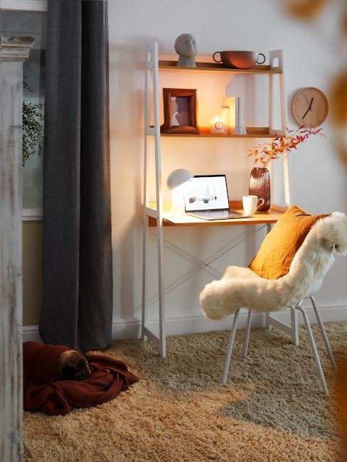 scrivania a scaletta con poltroncina