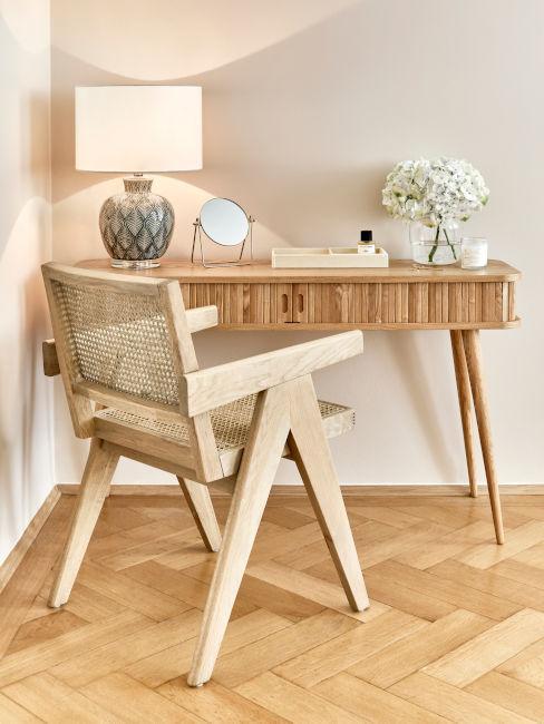 scrivania con cassetti in legno