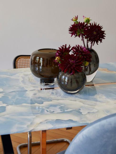 tavolo smaltato con vasetti