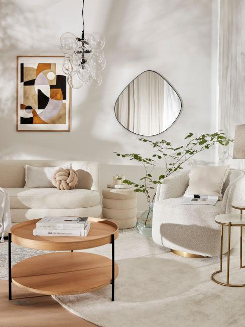 soggiorno chiaro con tavolino in legno basso