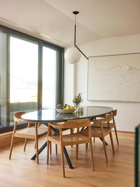 sedie in legno e tavolo ovale