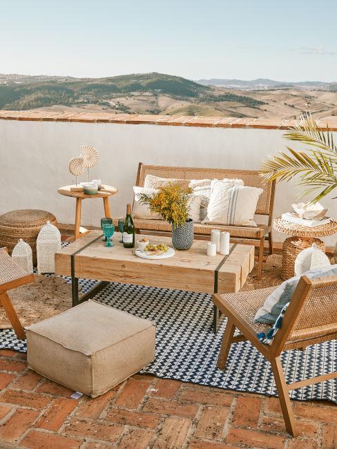 tavolo in legno per spazi outdoor