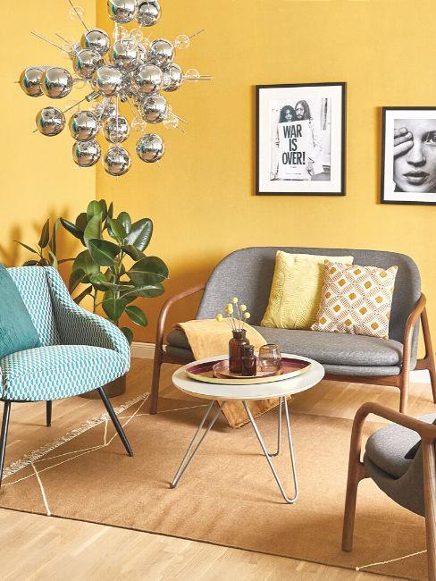 parete colorata di giallo stile vintage