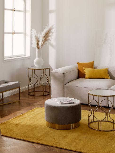 soggiorno giallo e grigio