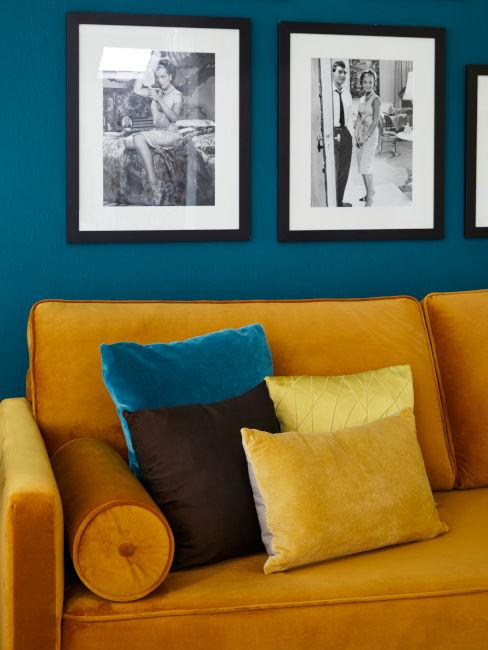 abbinamento giallo e blu in soggiorno