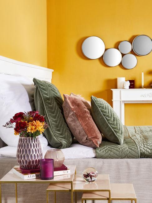 parete camera da letto color ocra