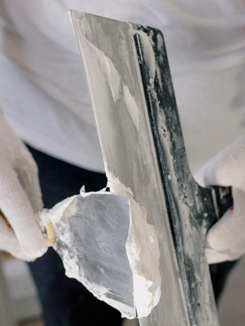 applicazione stucco su pareti
