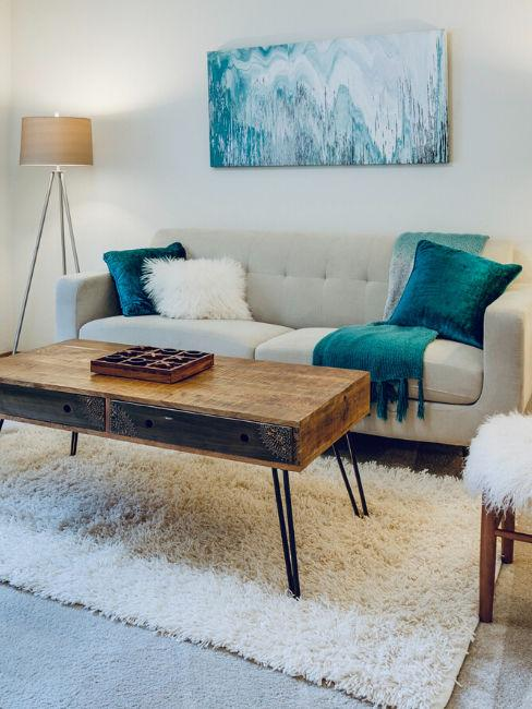 divano panna e tessili color turchese