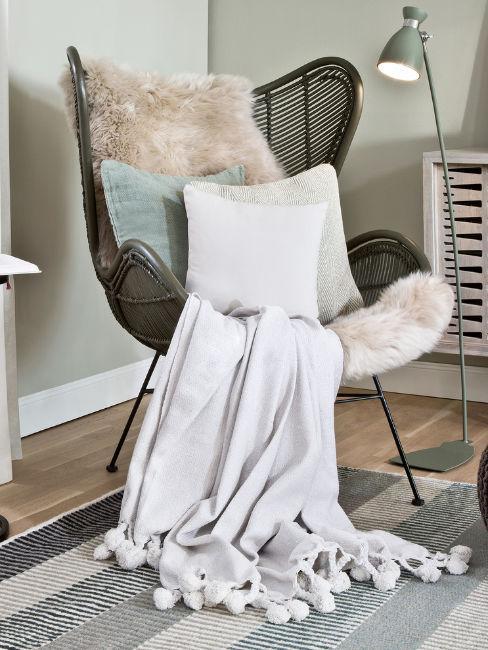 coperta in lana d'alpaca su poltrona