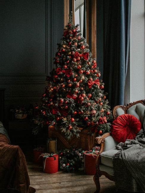 Albero di Natale rosso e oro