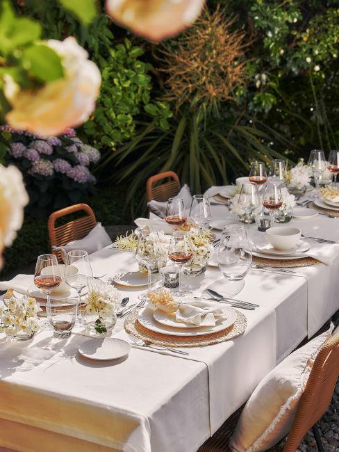 Come apparecchiare tavola in giardino
