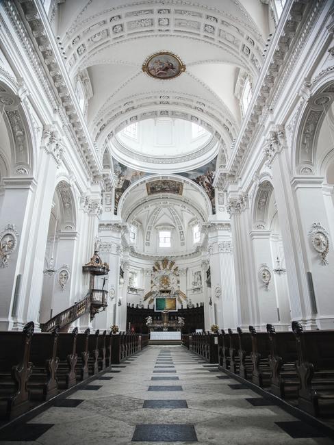 Katholieke kerk voor communie.