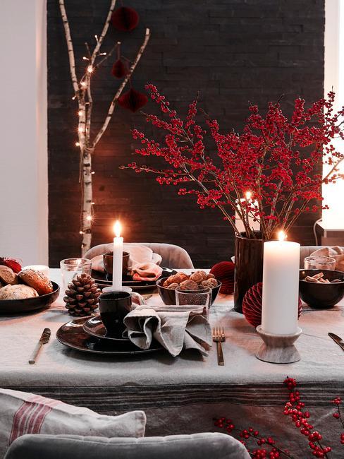 Kersttafel dekken in rood