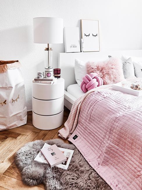 Beter slapen: een slaapkamer in wit en roze