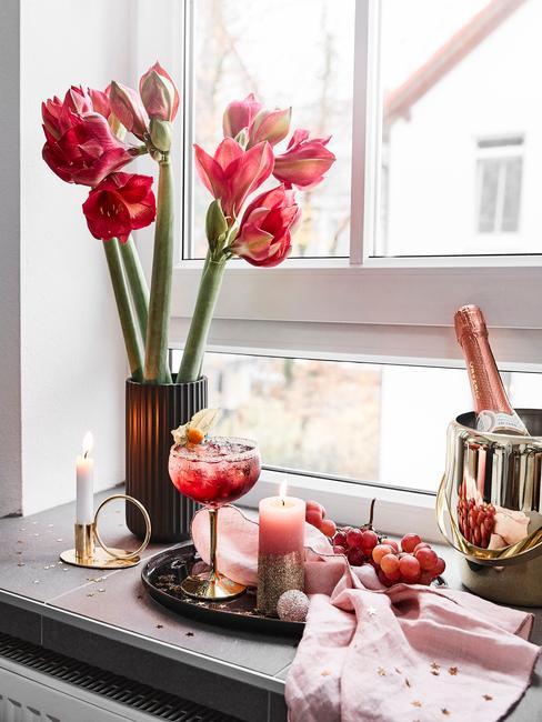 glam keuken decoratie met rode rozen