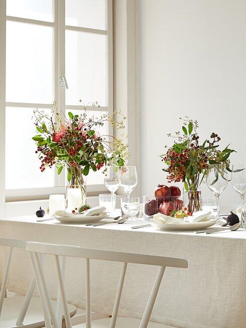 tafel met herfstbloemen