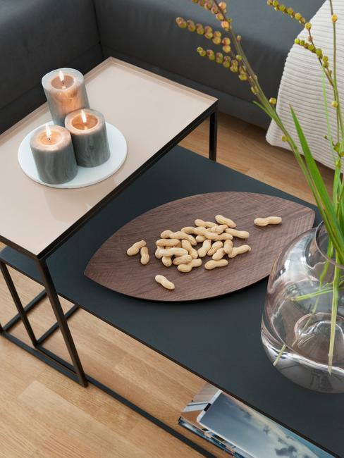 Salontafel met kaarsen en dienblad