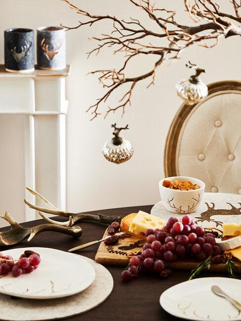 tafel met kerstversiering