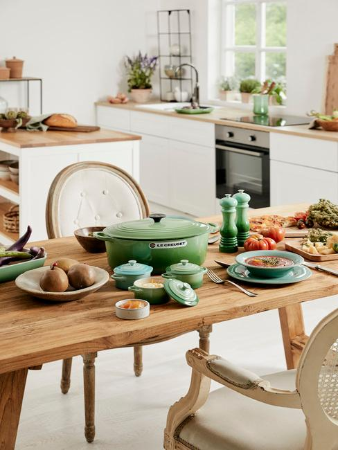 Moderne keuken met houten elementen